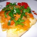 Рыба с овощами под соусом