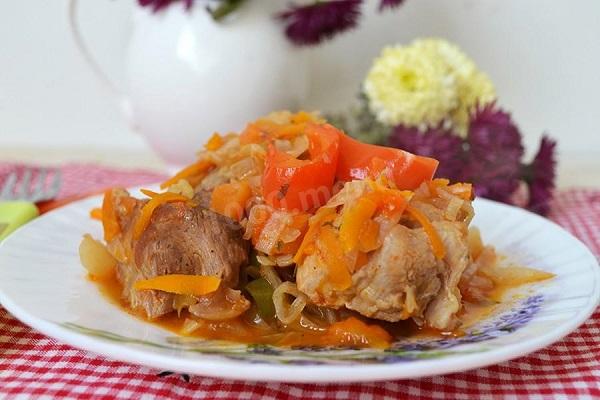 рагу из красной рыбы с морковью