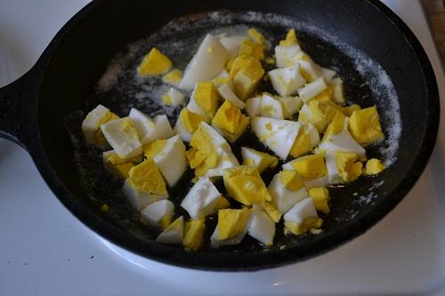 яйца на сковородке